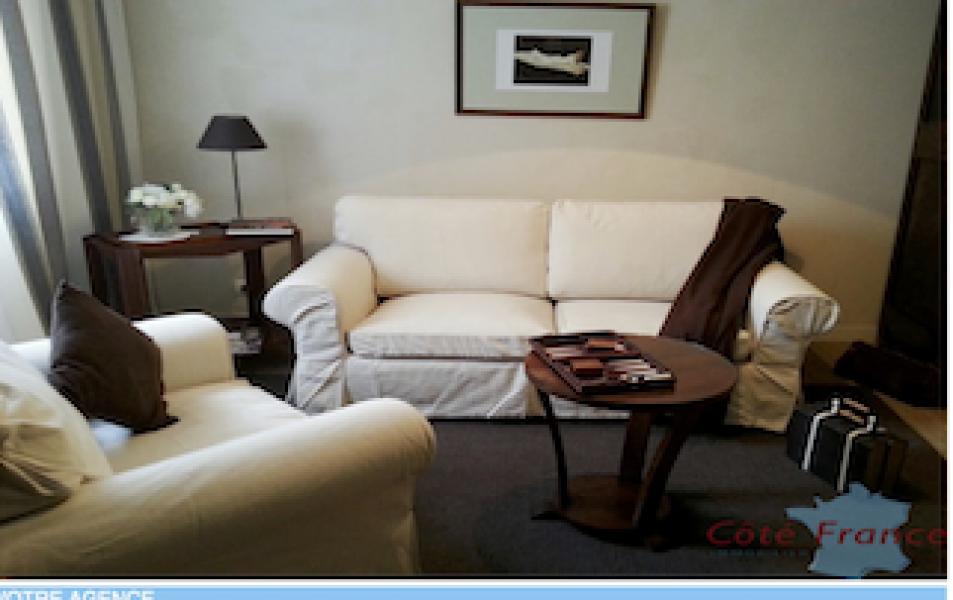 24200, 10 Chambres Chambres,Demeure,A vendre,1077